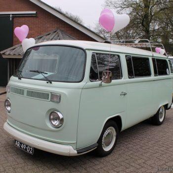 Mintgroene VW bus trouwbus met mintgroen interieur