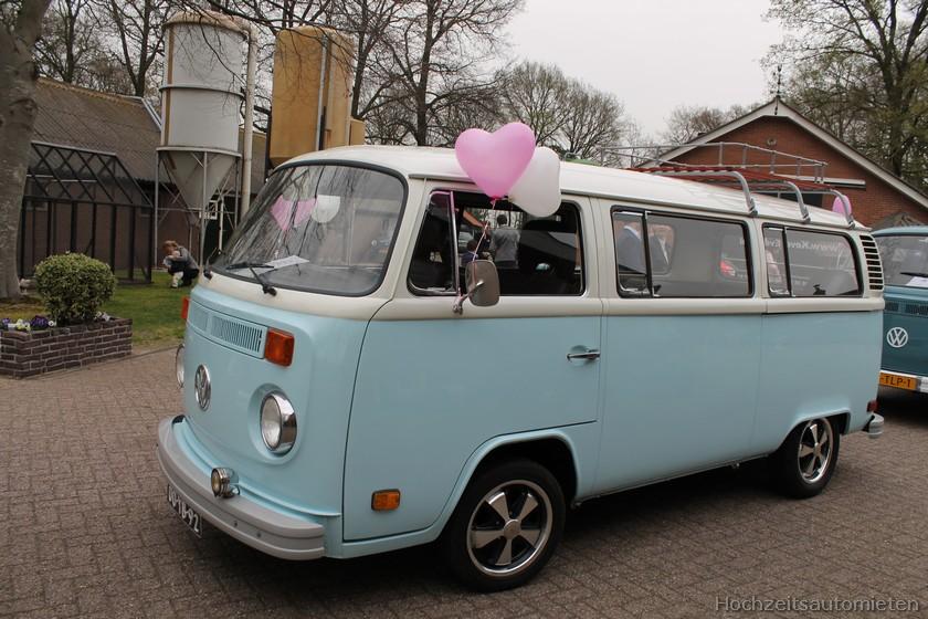 blauwe Volkswagen T2 bus