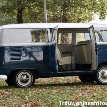 blauwe volkswagen spijlbus