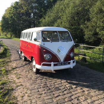 Rood Volkswagen T1 busje