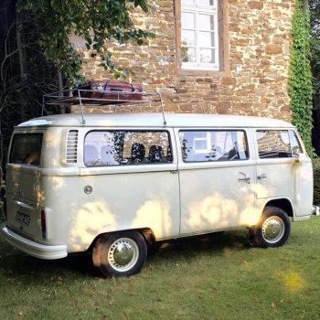 prachtige retro VW bus in de kleur gebroken wit