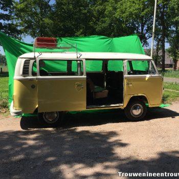gele T2 VW busje een zonnige verschiijning als trouwvervoer