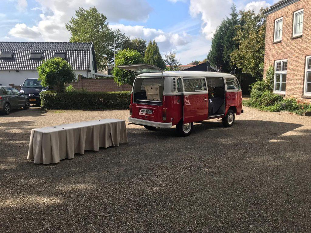 rouwauto rode VW bus uitvaartbus