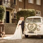 De mooiste witte volkswagen spijlbus huren als trouwvervoer